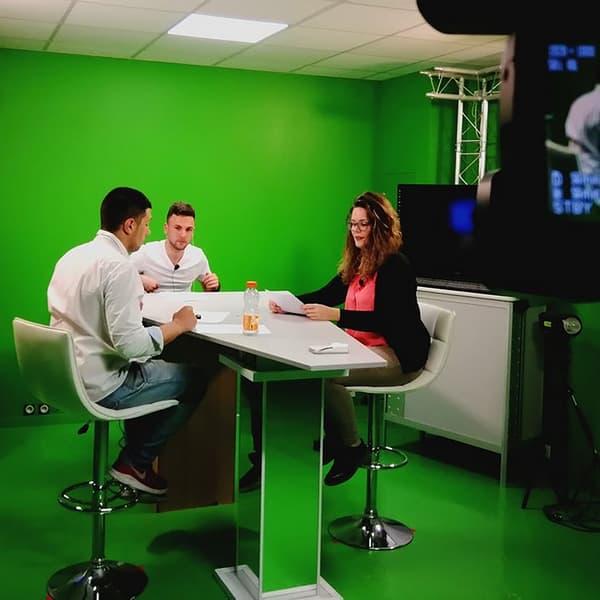 Studio tv avec fond vert